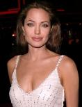 Angelina Jolie regizeaza un film despre razboiul din Bosnia