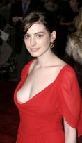 Anne Hathaway ar putea juca rolul lui Catwoman in viitorul Batman