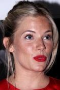 Sienna Miller a uitat sa-si epileze mustata