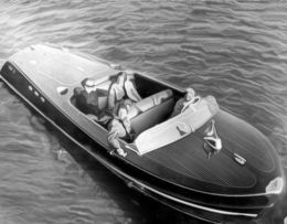 Lansarea motorului naval cu aer comprimat
