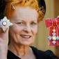 Vivienne Westwood, designerul decorat de catre Regina Angliei